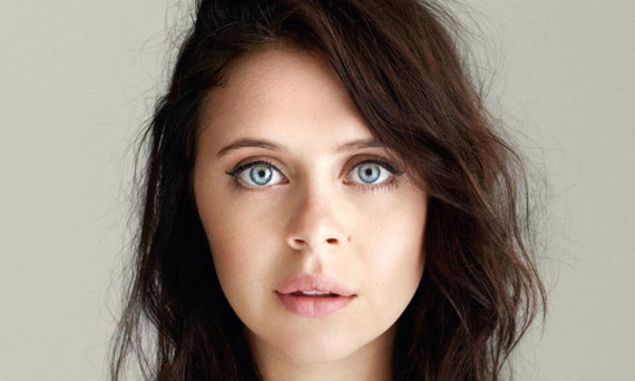 design-beaute-Bel-Powley-slider