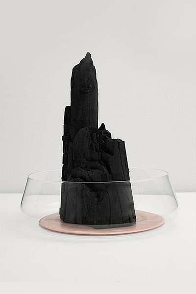 Design nature Formafantasma Filtre à eau avec du charbon.