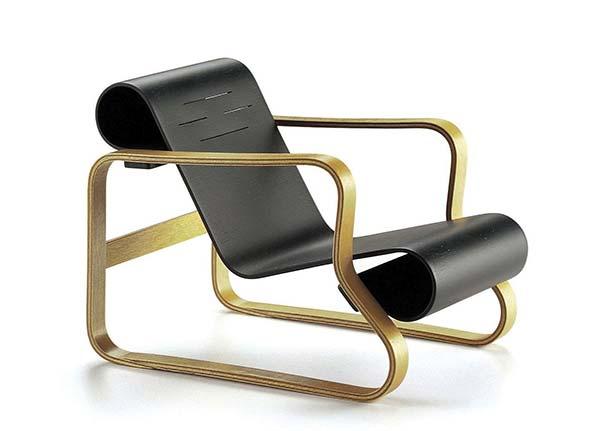 L'armchair 41 d'Alvar Aalto.