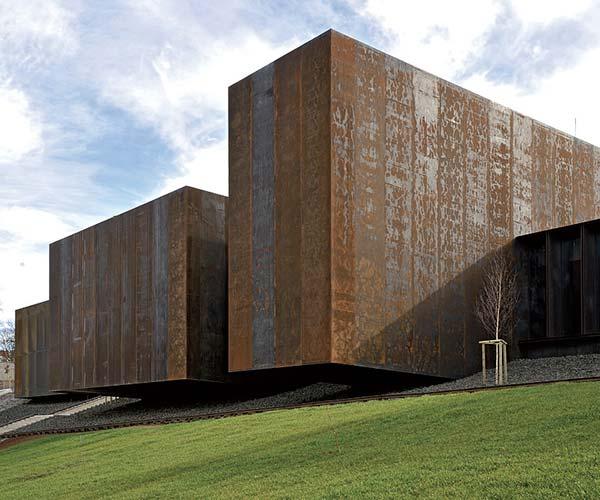 tendances design brutalisme musée soulages