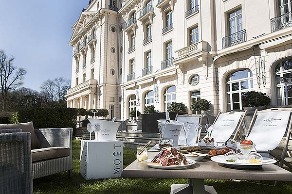 tendances luxe terrasse champagne hôtel Moët Trianon