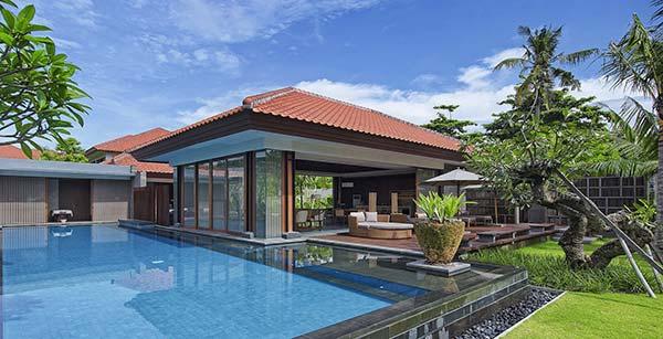 A Bali, les pieds dans l'eau.