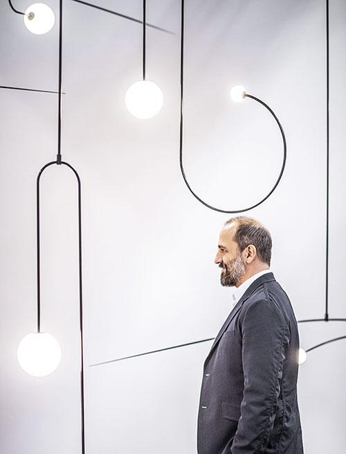 Les luminaires Mobile Chandelier de Michael Anastassiades.