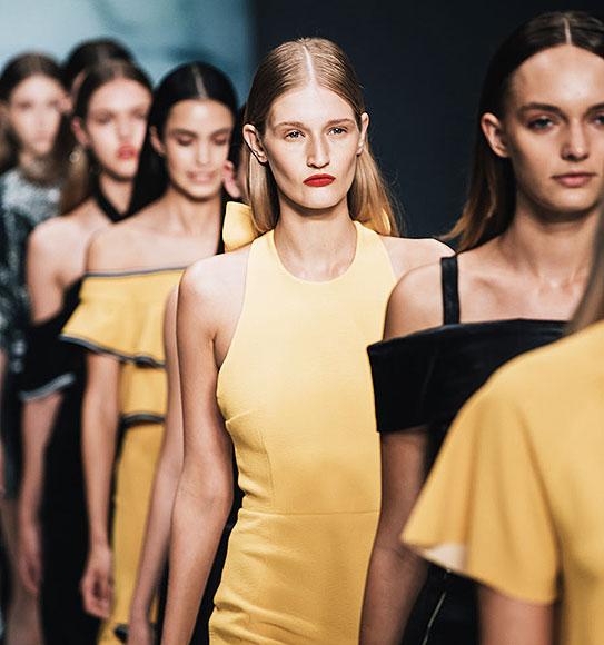 IA-fashion-show