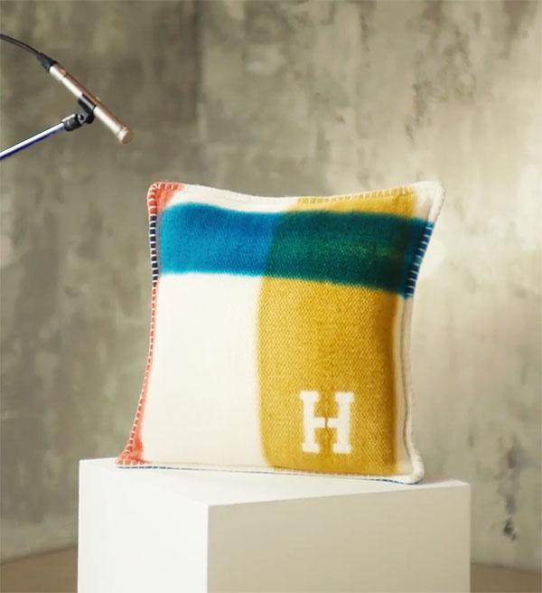 Hermès, «the unique sound of cashmere».